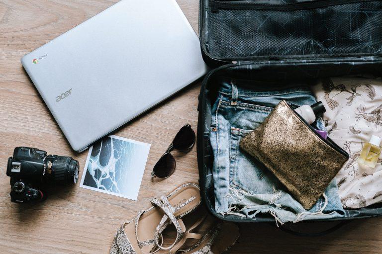 15 acessórios de viagem indispensáveis (o #13 é o nosso preferido)